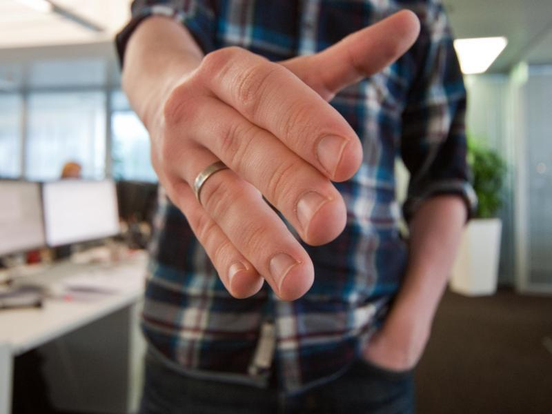 Bild zu Eine Hand