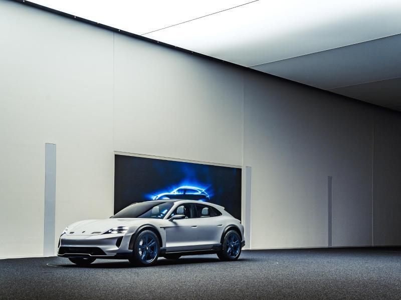 Bild zu Porsches Mission E Cross Turismo
