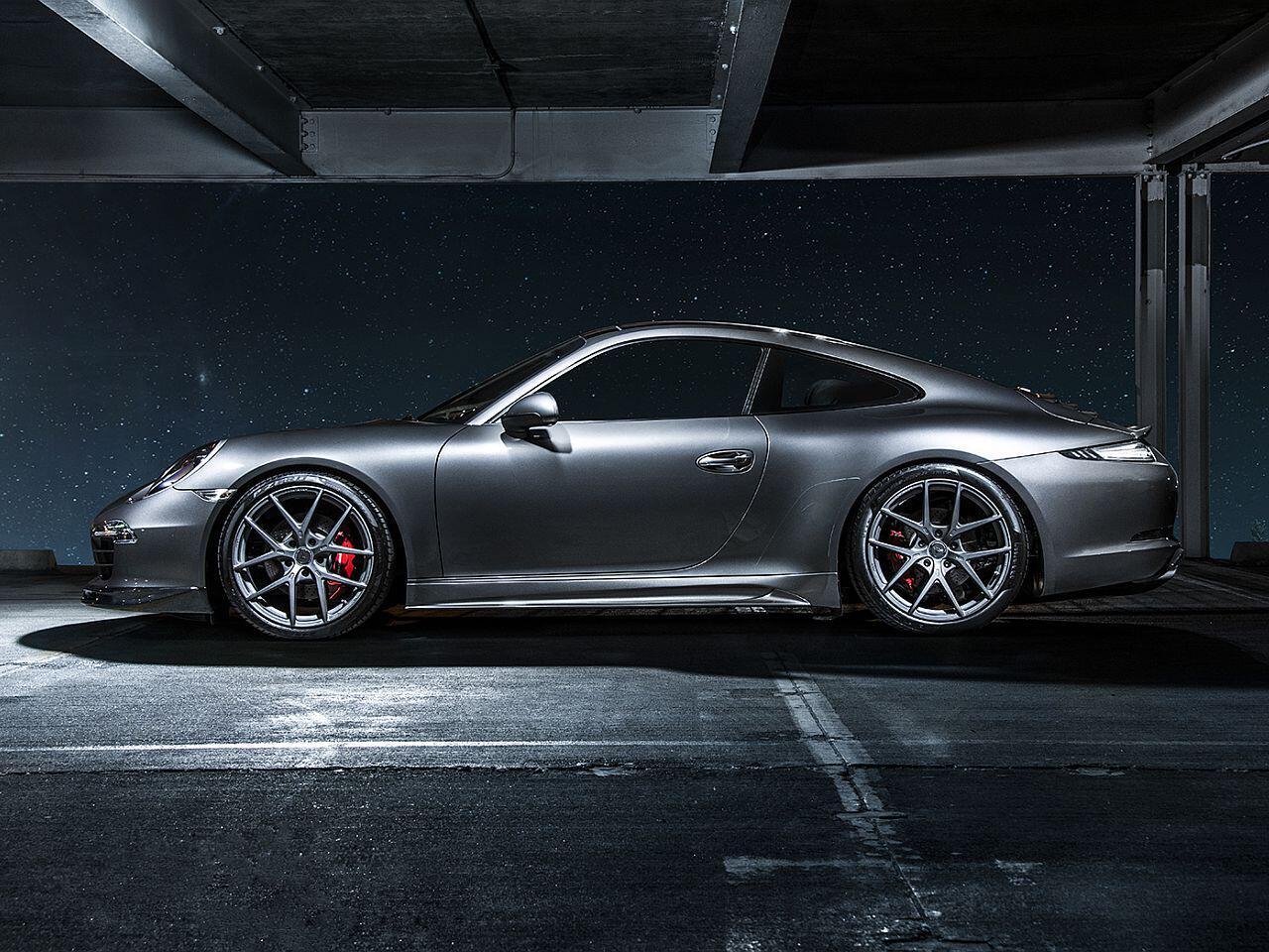 Bild zu Zahlreiche Karbon-Teile lassen den Porsche 991 noch sportlicher aussehen...
