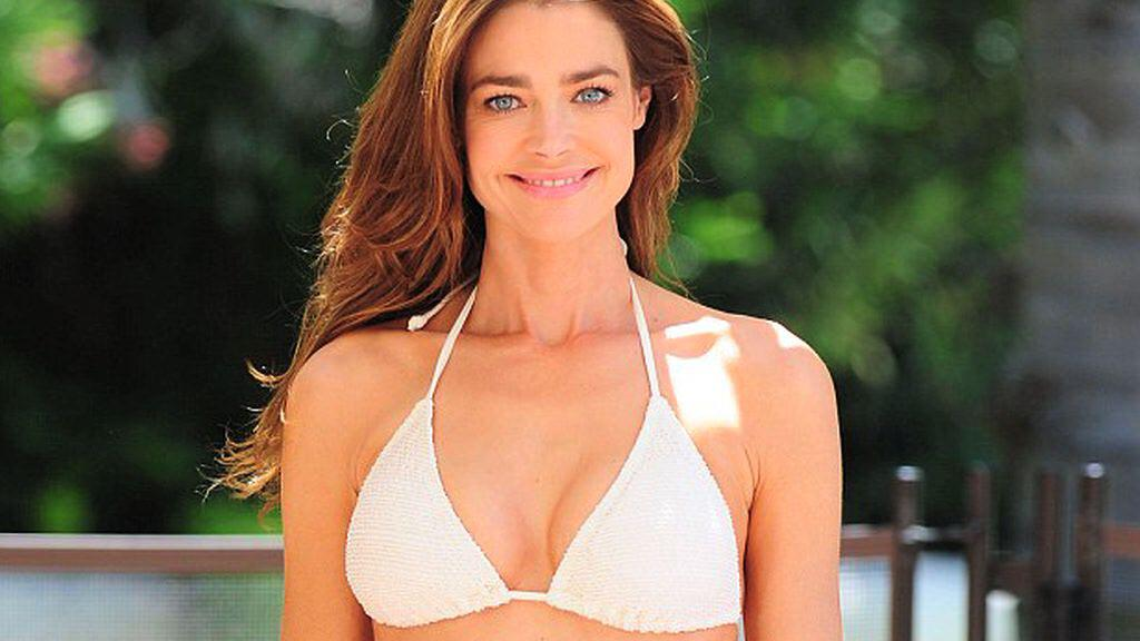 Bild zu VIP Daily Denise Richards