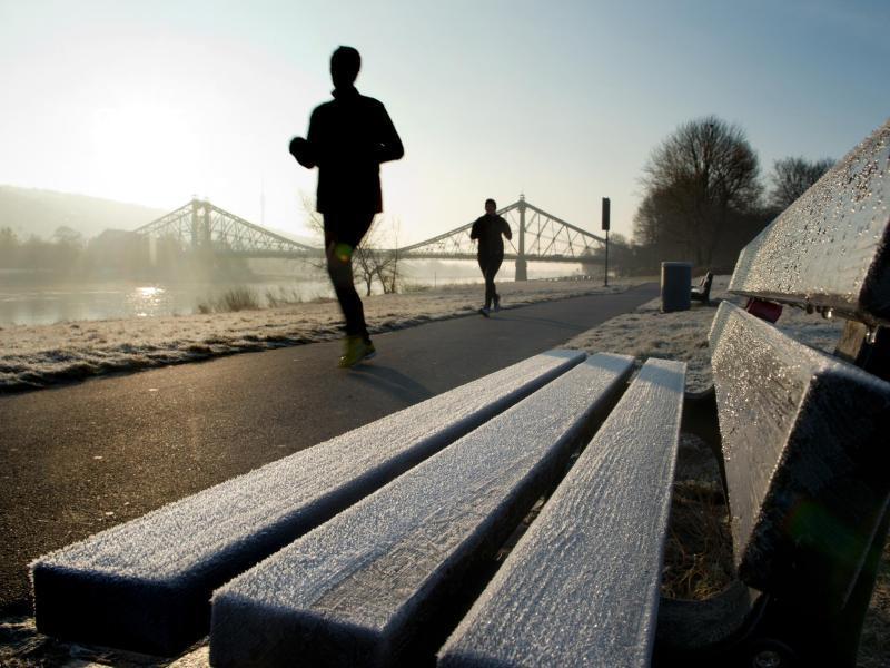 Bild zu Jogger am Morgen