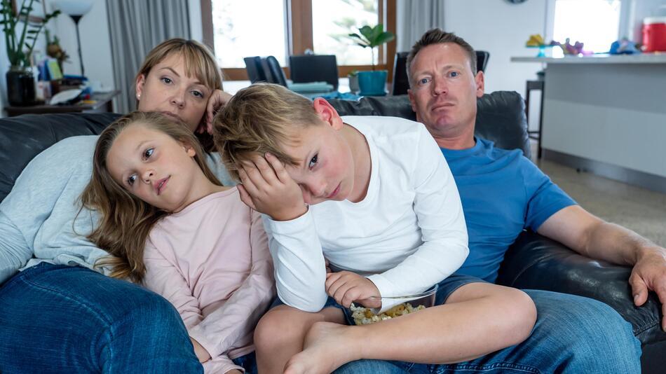 Die Corona-Pandemie kann auf die Gemütslage in Familien ziemlich drücken.