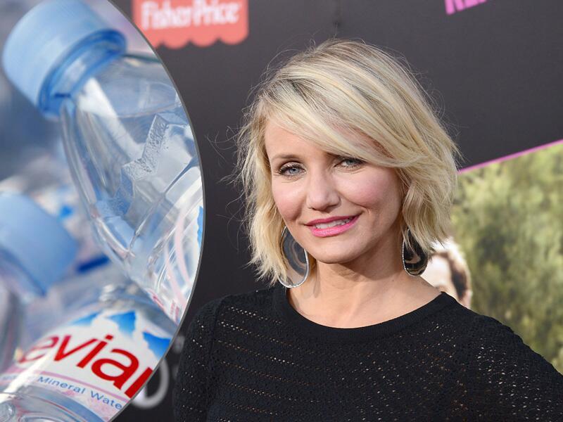 Bild zu Cameron Diaz wäscht sich mit Mineralwasser
