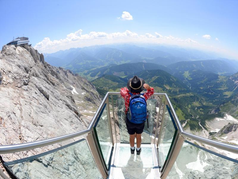 Bild zu «Treppe ins Nichts»