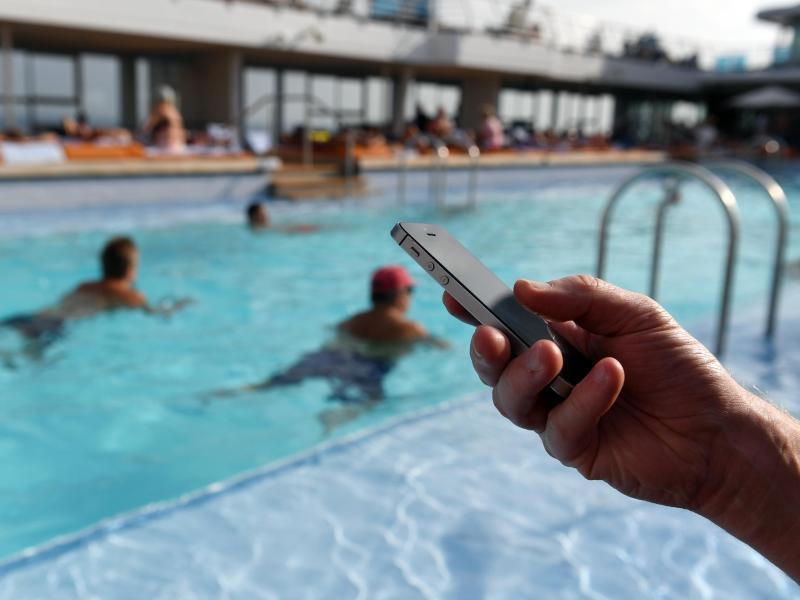 Bild zu Mit dem Handy im Urlaub