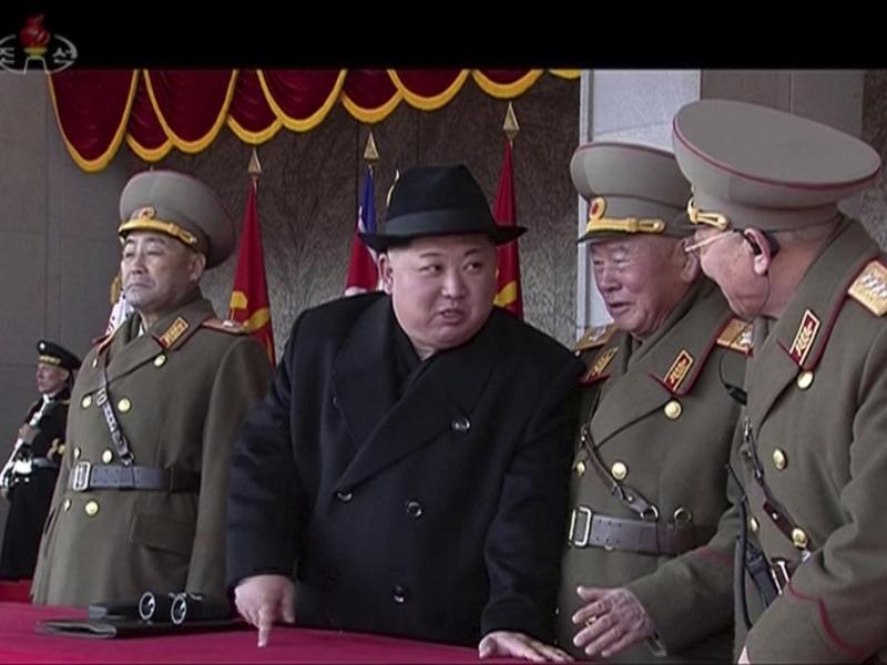 Bild zu Kim Jong Un bei der Militärparade
