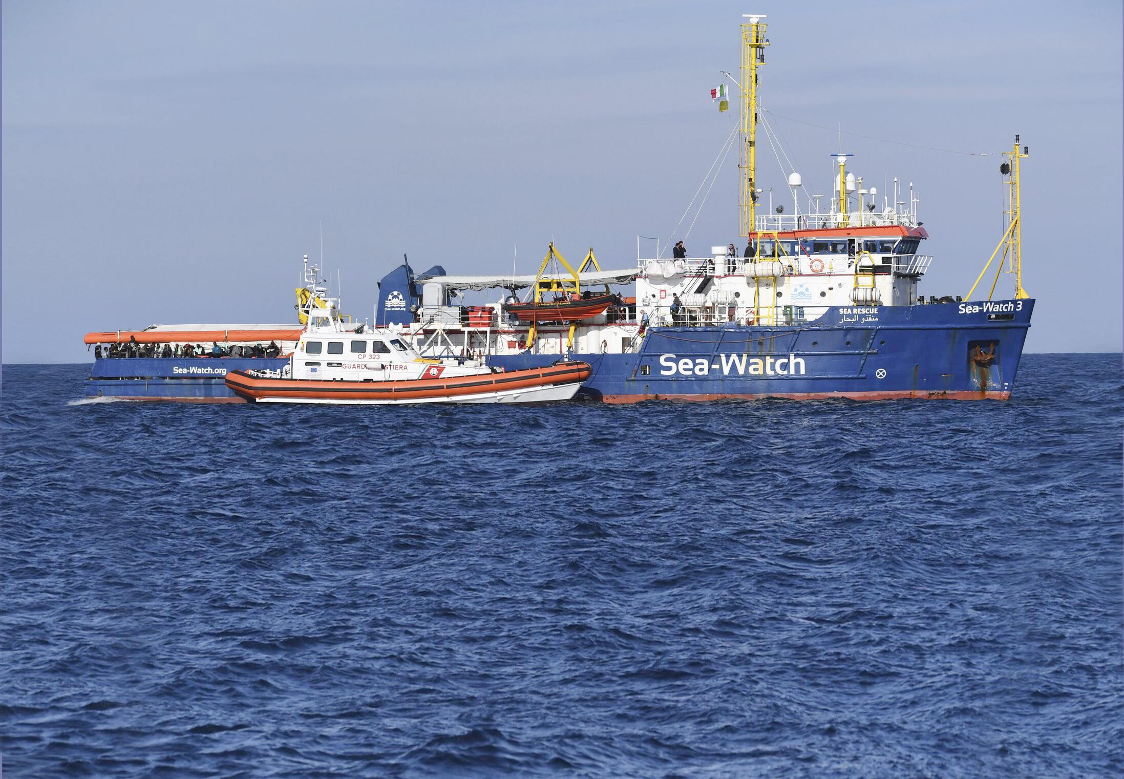 Bild zu Flüchtlingsschiff «Sea Watch» vor Küste von Sizilien