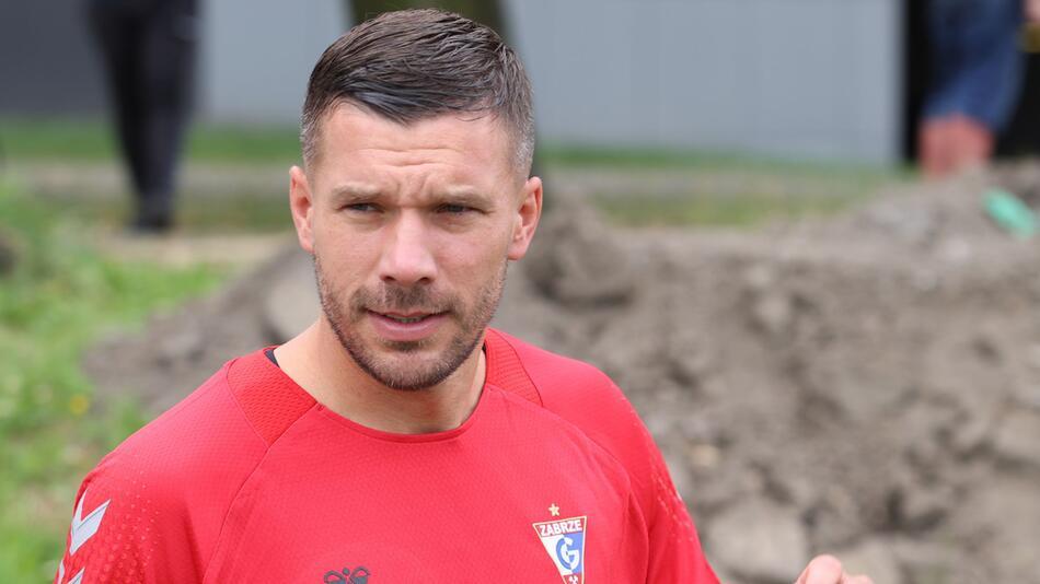 Lukas Podolski unterschreibt Vertrag mit Gornik Zabrze