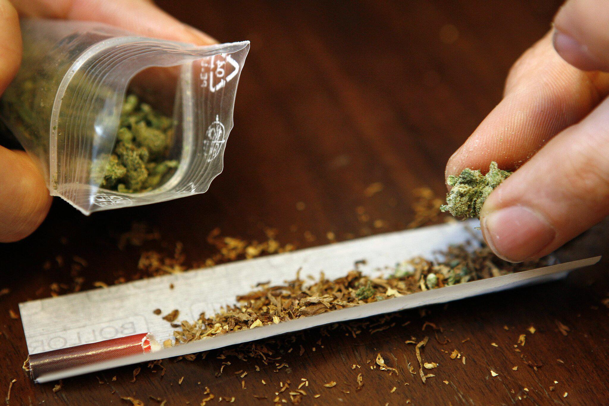 Bild zu Joint mit Marihuana