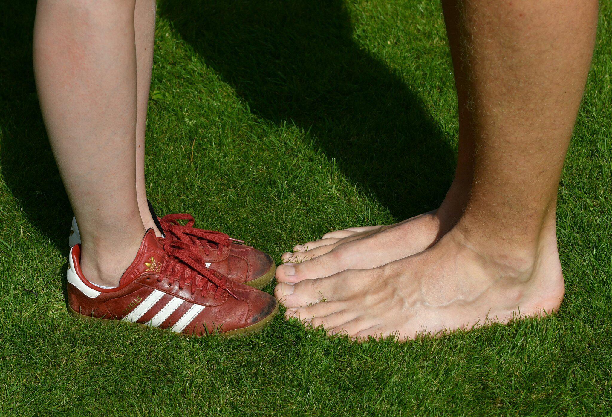 Bild zu Teenager mit den längsten Füßen der Welt