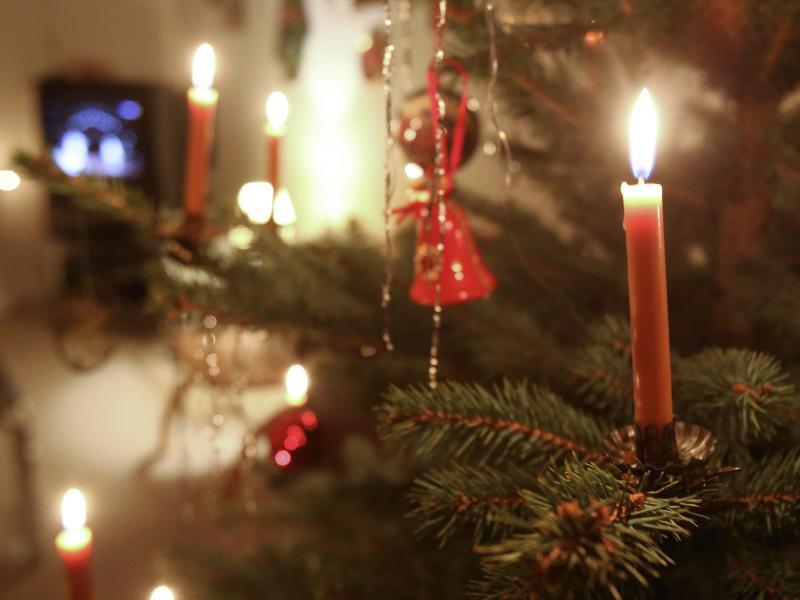 brandschaden an weihnachten schnell der versicherung. Black Bedroom Furniture Sets. Home Design Ideas