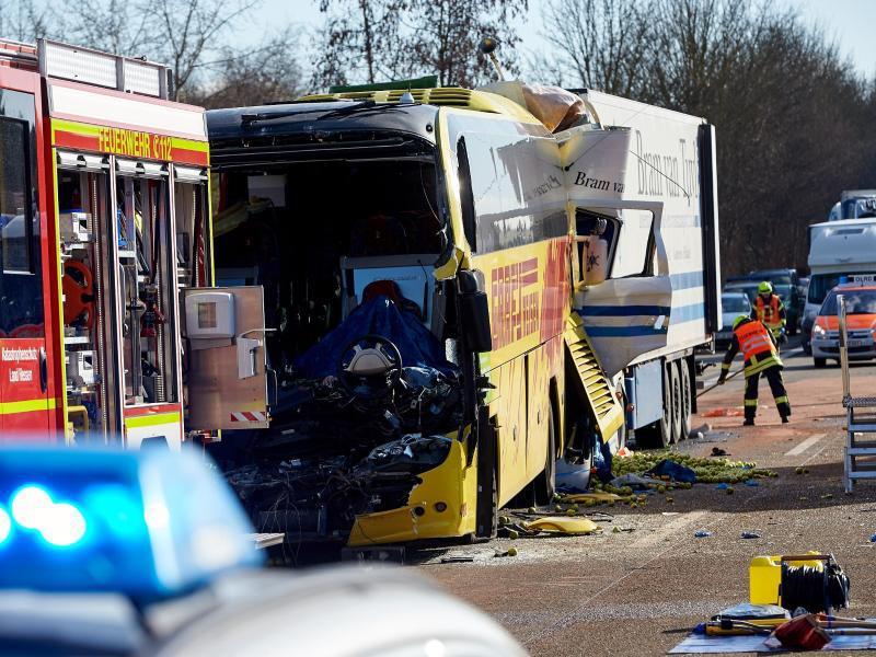 Bild zu Busunfall bei Limburg