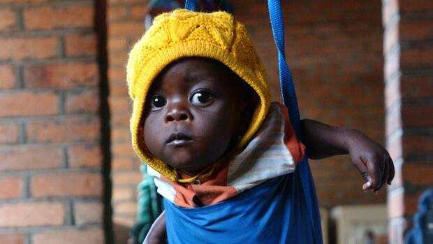 Baby in Hängewaage