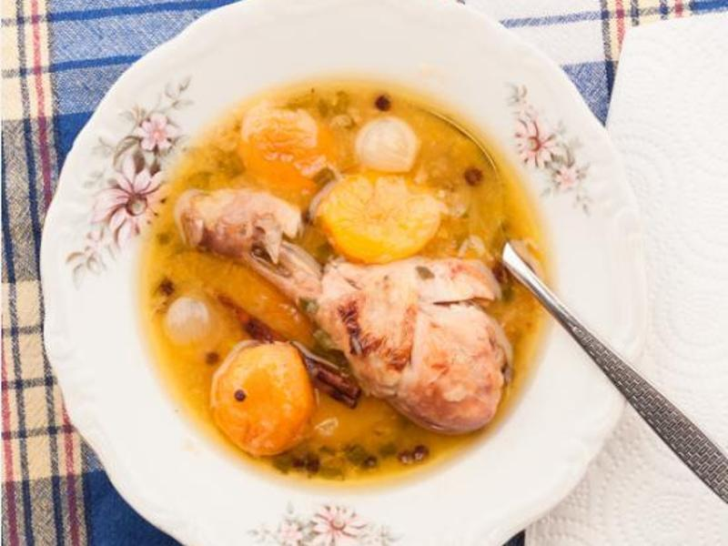 Bild zu Hühnchen-Aprikosen-Eintopf