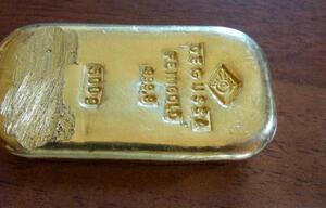Goldener Fund beim Baden