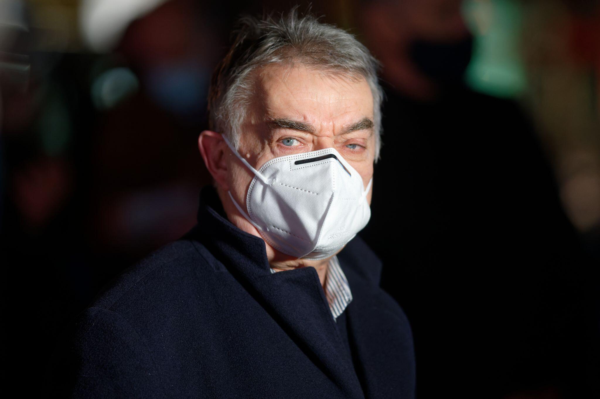 Bild zu Coronavirus - NRW-Innenminister Reul positiv getestet