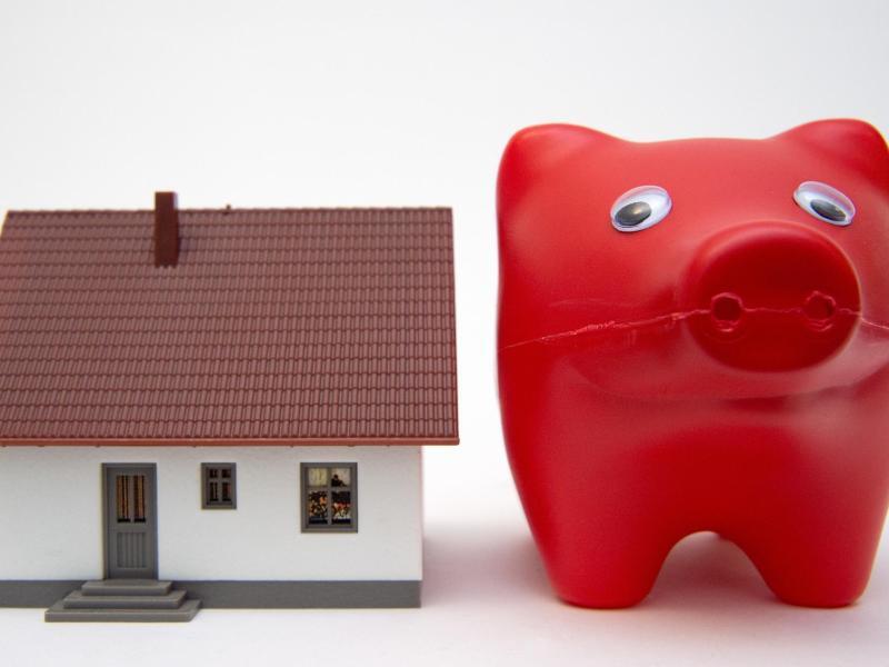 Bild zu Haus und Sparschwein
