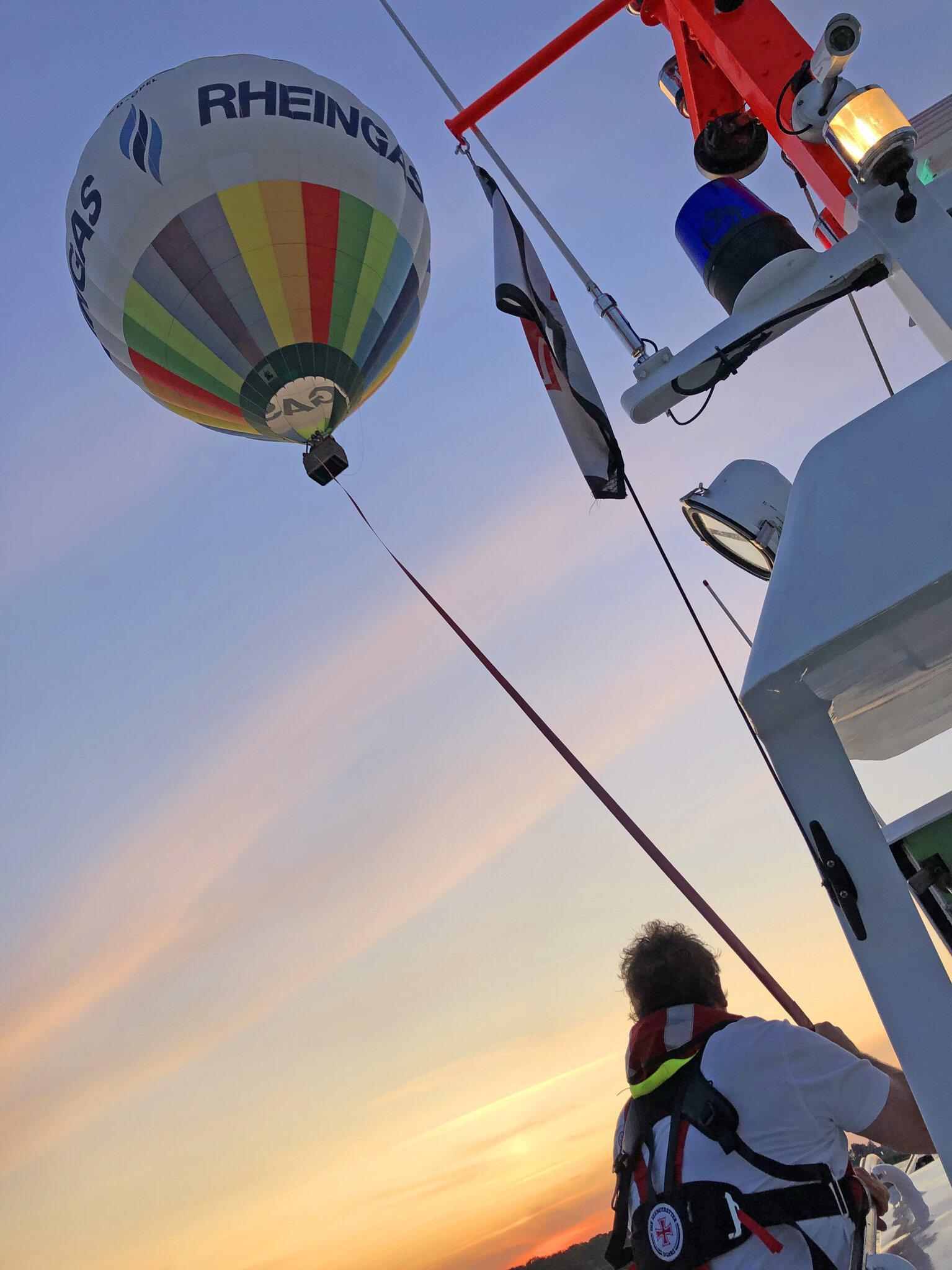 Bild zu Seenotretter schleppen Heißluftballon nach Zinnowitz