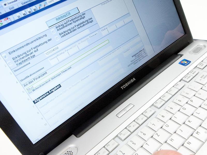 Bild zu Formular der Steuererklärung am PC