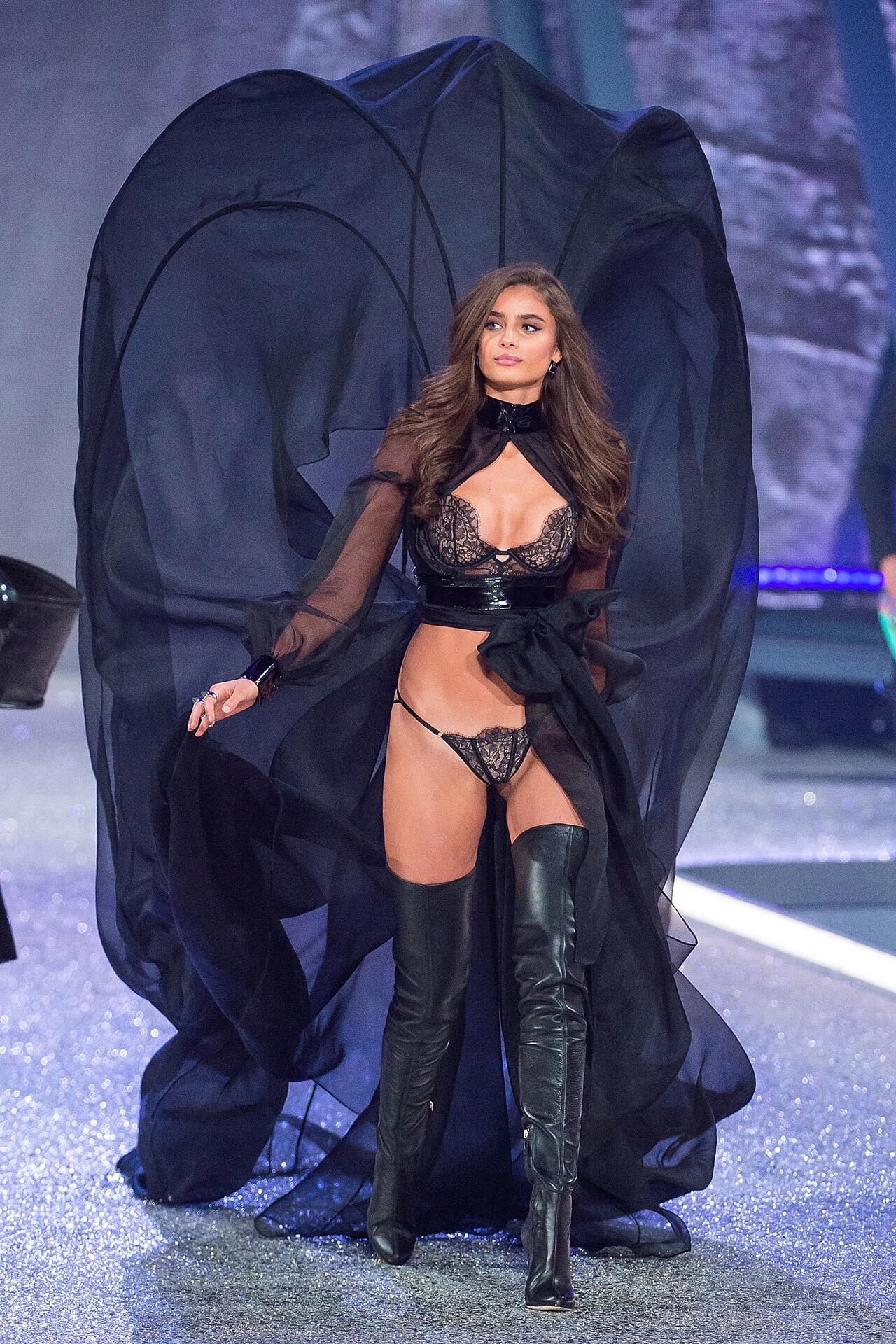 Bild zu Victoria's Secret, Paris 2016, Catwalk, Taylor Hill